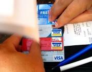 في هذه الحالة لا يحق للمحل رفض التعامل بالبطاقات الائتمانية