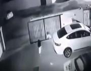 بالفيديو.. العناية الإلهية تنقذ طفلة صغيرة من الموت داخل فناء منزل عائلتها