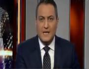 """بالفيديو.. موقف طريف ومحرج لمذيع """"العربية"""" أثناء تقديم نشرة إخبار"""