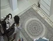 فيديو مروع.. نجاة طفلين بعد انفجار سكوتر كهربائي داخل منزلهما