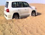 لهواة الرحلات.. 5 طرق لإخراج السيارة من التغريز في الصحراء