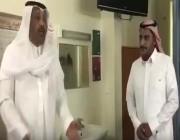 """شاهد.. أمير الباحة يفاجئ مستشفى """"العقيق"""" بزيارة تفقدية.. ويطلب من المرضى عدم المجاملة في ذكر النواقص"""