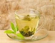 للوزن الزائد.. تناول الشاي الأخضر بعد وجبة الغداء