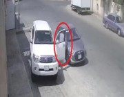 """""""مرور نجران"""" يضبط سائقاً كان يفحط في حي سكني وكاد يصدم أحد الأشخاص (فيديو وصور)"""