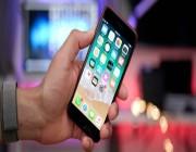 حملة نسائية ضد هواتف آيفون: مصممة للرجال.. وحجمها الكبير يؤثر على أيدي النساء