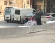 """التقاه بجوار مستشفى حكومي.. شاهد كيف أوقع صحفي بطبيب عربي يبيع """"حبوب الإجهاض"""" المحظورة"""