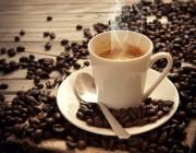 كيف تتعامل مع أعراض زيادة جرعة الكافيين في القهوة؟