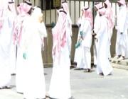 كاتب سعودي: الواسطة فساد.. هناك صورة تتكرر شبه يومياً في المناطق