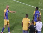 """فيديو.. لماذا صفع مدرب النصر """"امرابط"""" و""""موسى"""" بعد هدف الفريق الرابع"""