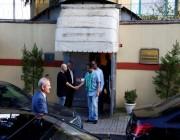 """بالفيديو والصور: لحظة وصول الوفد الأمني السعودي لمقر """"القنصلية"""" بإسطنبول.. ابتسامة ثقة وفخر"""