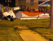صور.. انقلاب ناقلة وقود يتسبب في وفاة قائدها واحتراق 18 سيارة في تبوك