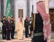 الملك يستقبل رئيس العراق ويقيم مأدبة غداء تكريماً له