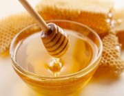 حقيقة علاج زكام الأطفال بملعقة عسل على «سرة البطن»