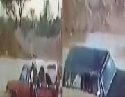 بالفيديو.. أقدم عملية إنقاذ عائلة من سيول شعيب غيلانة بالرياض