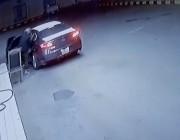 حائل.. السطو على عامل بمحطة وقود وسلب أمواله (فيديو)