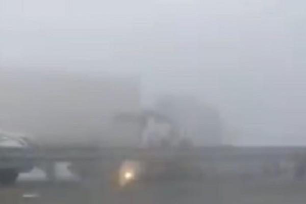 بالفيديو.. مشهد مروع لشاحنة تدهس سيارة فجأة