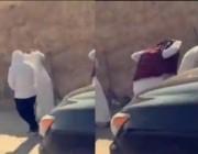 لحظة قيام شباب بمضايقة فتيات في الرياض .. وهذه كانت ردة فعلتهن معهم!