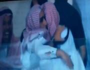 سقوط رئيس نادي الوحدة مغشياً عليه أمام الكاميرات لهذا السبب!