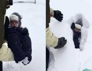 فيديو مروع.. أب يرمي طفله في الثلج وحدث ما لم يتوقعه