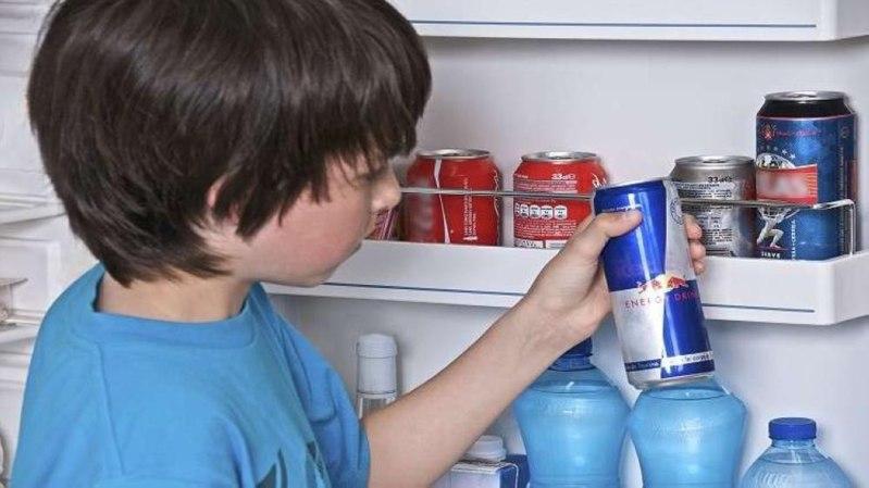 تحذير للآباء.. مشروبات الطاقة تدمر صحة الأطفال