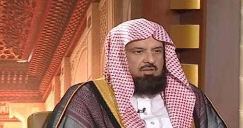 """بالفيديو.. السند يوضح حكم ارتداء الأصلع """"الباروكة"""""""