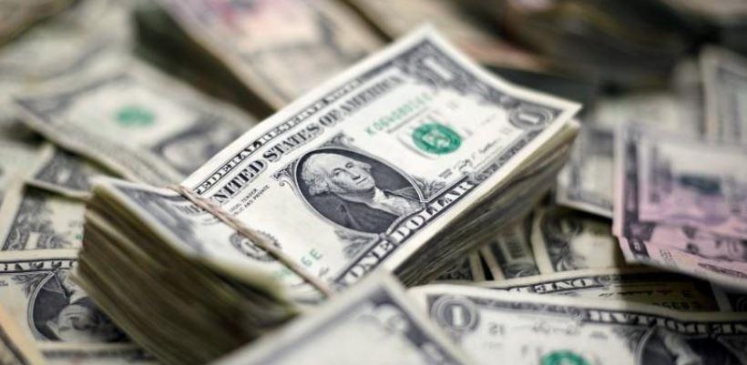 الدولار ينخفض إلى أدنى مستوى في أسبوعين