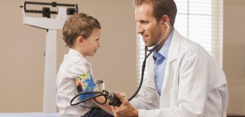 ما أسباب ارتفاع ضغط الدم عند الأطفال ومضاعفاته الصحية؟
