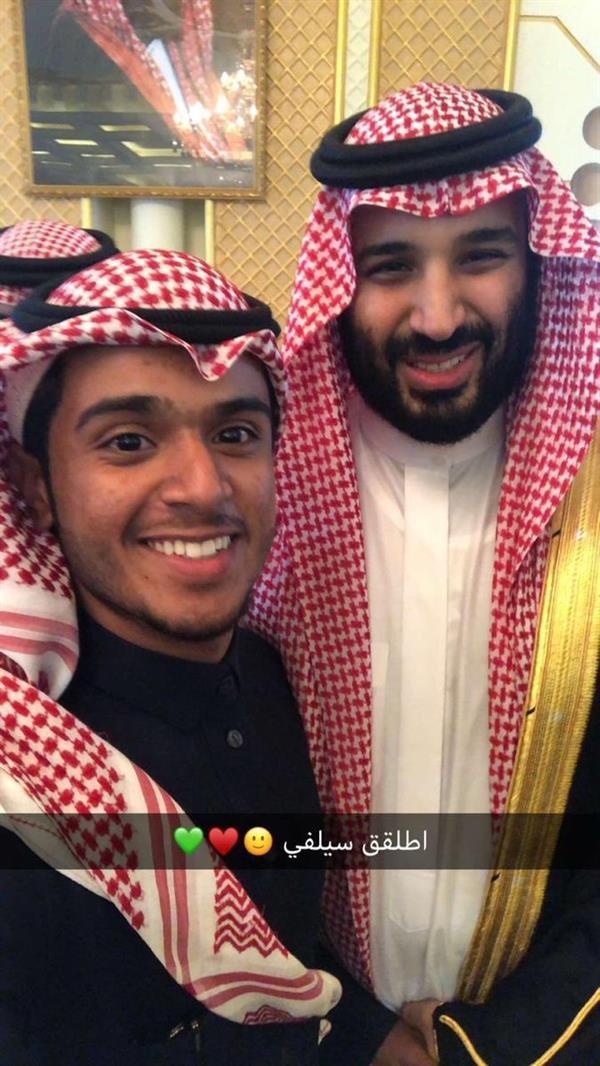 بالفيديو والصور.. ولي العهد يزور مواطنا في منزله بتبوك