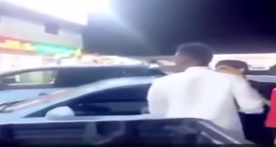 """بالفيديو.. مشجع أهلاوي يستفز لاعب النصر السابق """" محمد نور """""""
