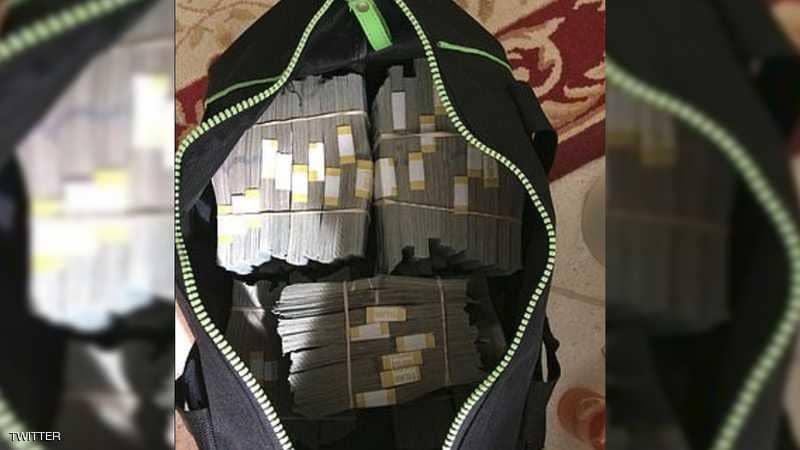 اشترى خزنة نقود مستعملة بـ500 دولار فوجد فيها 7.5 مليون!