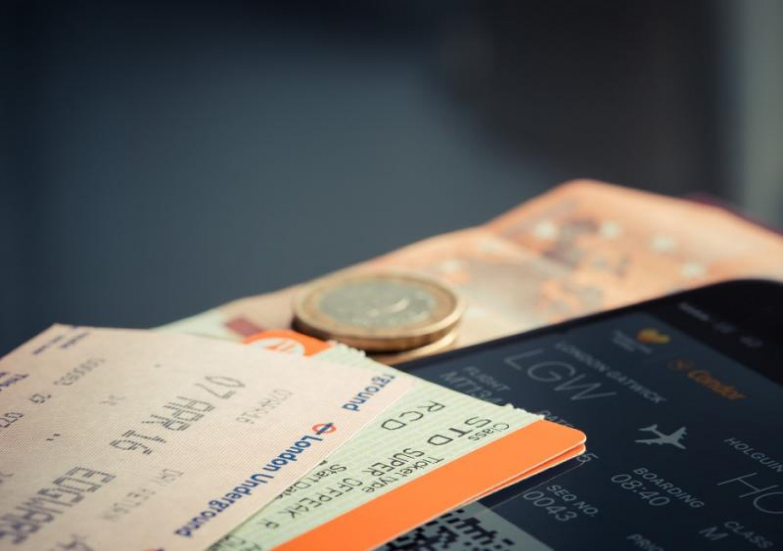 تحذير من مروجي «تذاكر الطيران الرخيصة».. حسابات مخترقة وبطاقات مسروقة