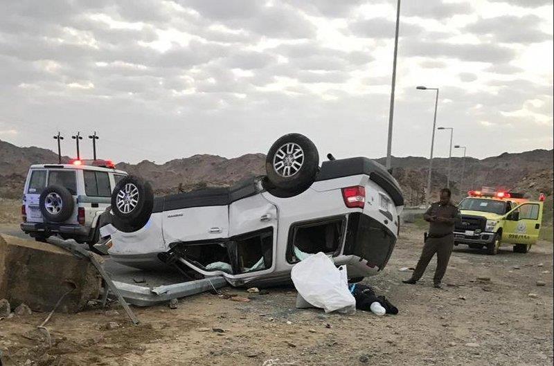 """سيدة """"غير مؤهلة للقيادة"""" تتسبب في انقلاب سيارة ومصرع وإصابة 4 من عائلتها في الباحة"""