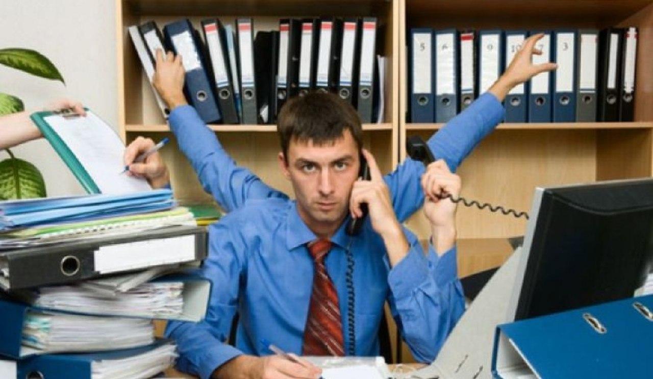 تحذير للموظفين.. الجلوس لساعات مطولة يهدد بمرض سرطاني خطير